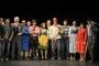 Die Piefke Saga - Gruppenfoto im Kostüm im Theatersaal von Gossensaß